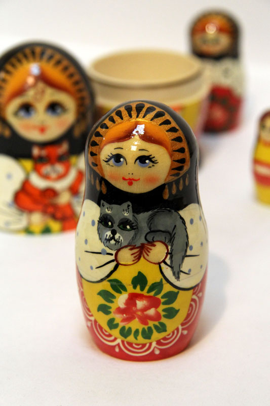 Nesting doll Sergiev-Posad 5 pcs. Girl with a red cat