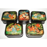 Lacquer Box Palekh Russian fairy tale in assortiment 7x5,5 cm. 2669
